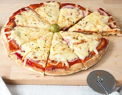 Posluživanje pizze